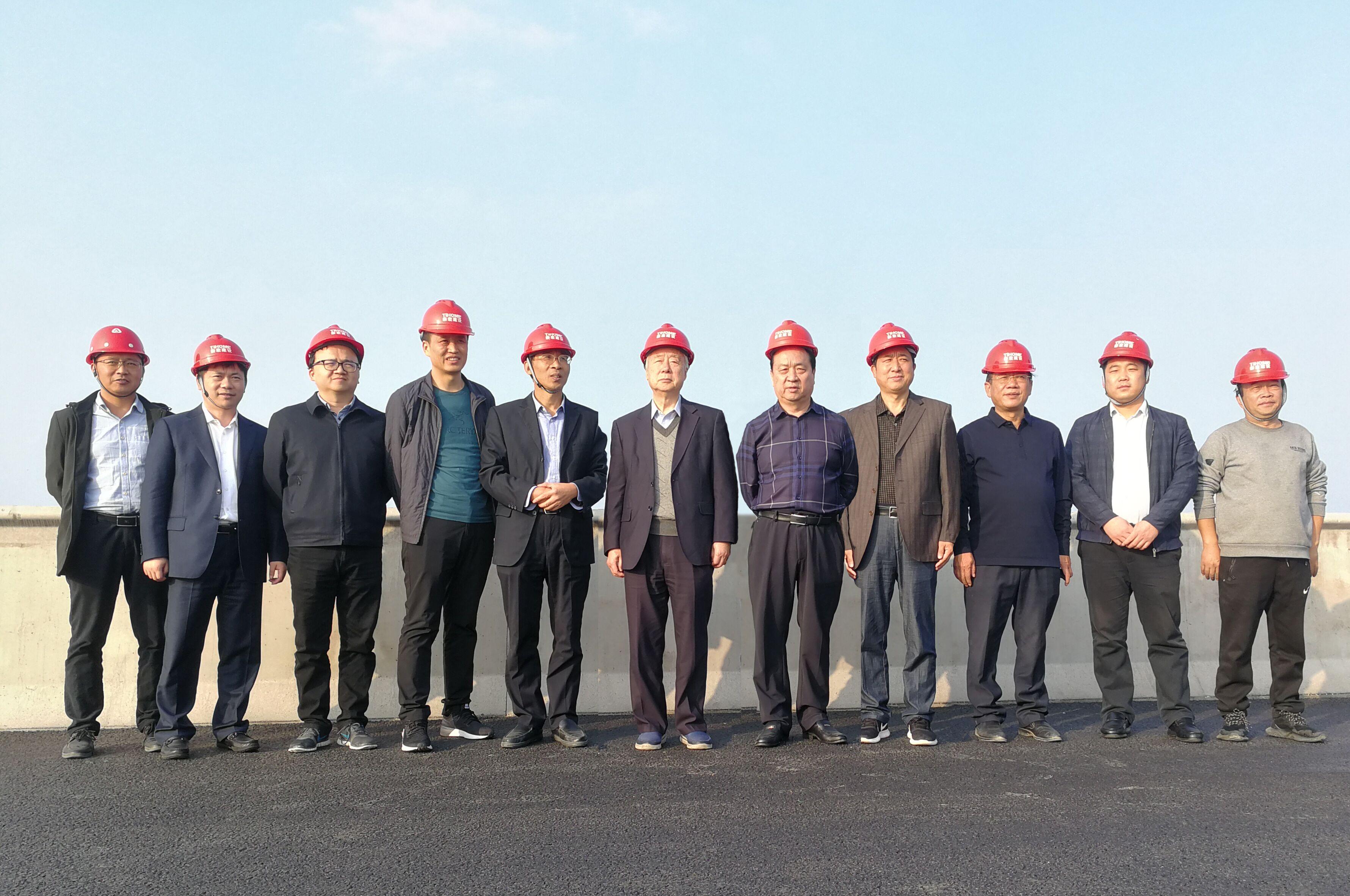 铁道部原常务副部长、中国工程院院士孙永福一行领导莅临泰宏考察指导工作